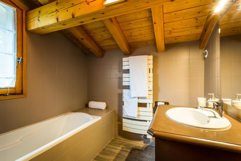 Ha1 hiboux bathroom 1