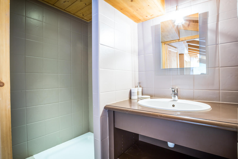 Ha1 hiboux masterbedroom bathroom 1