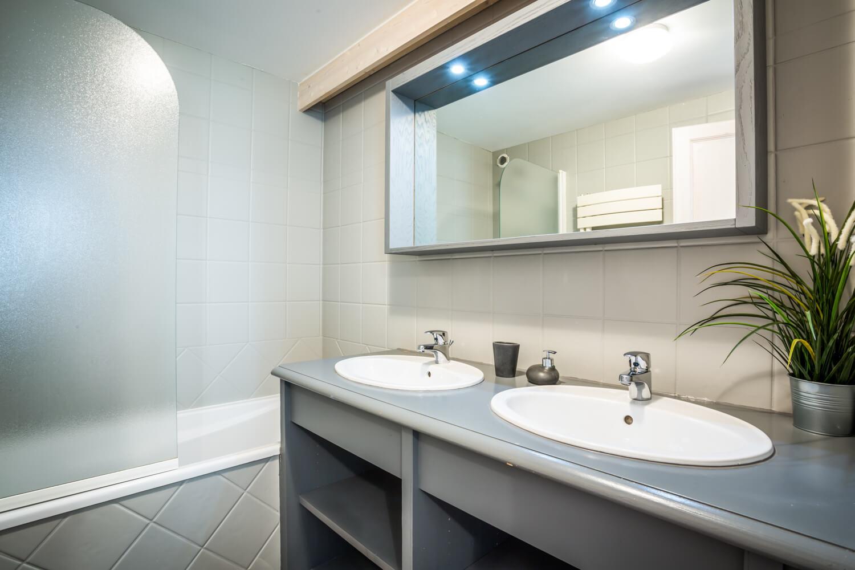 Ha2 masterbedroom groundfloor bathroom 1